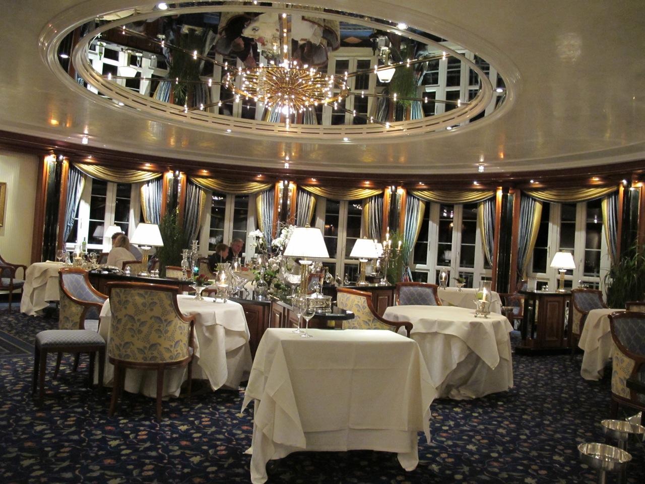 Hotel dollenberg restaurant pavillon bad peterstal for Arredamento kitsch